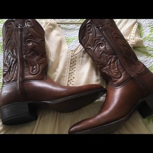 """NWT Frye Woman's Bruce pull-on cow """"girl"""" boots 👢"""